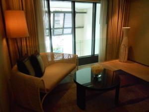 siam kempinski hotel, Siam Kempinski, The Lady in Red, luxury hotel bangkok, Henrik Yde Andersen, The Siam Kempinski