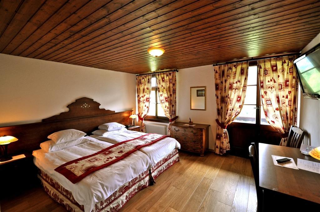 Knight's Inn Hotel gruyere, gruyere, Saane river, Switzerland