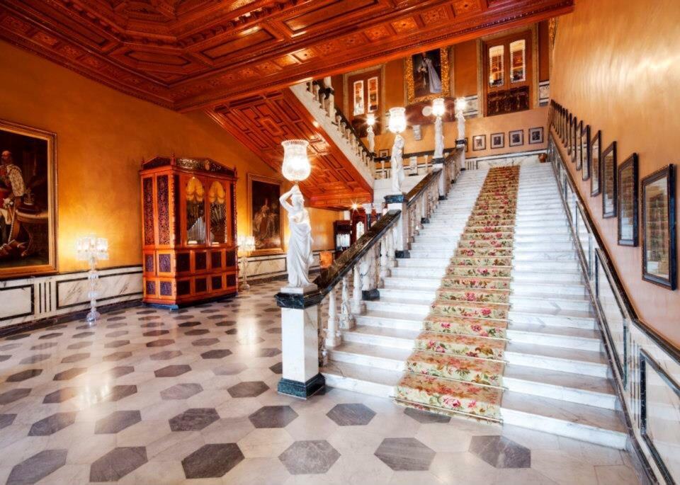 marble staircase - falaknuma hyderabad, luxury hotel Hyderabad, luxury palace hyderabad, Taj Falaknuma Palace Hyderabad, taj hotel hyderabad,