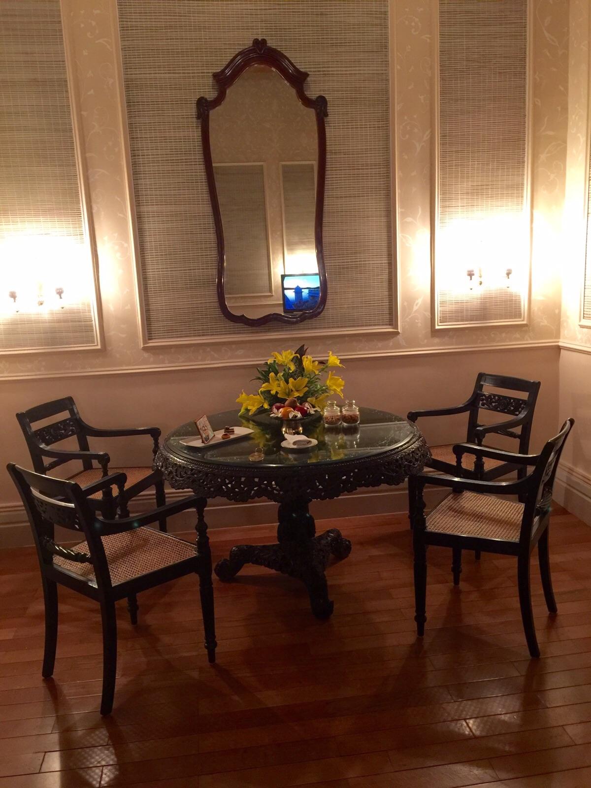 taj falakuma dining table, luxury hotel Hyderabad, luxury palace hyderabad, Taj Falaknuma Palace Hyderabad, taj hotel hyderabad,