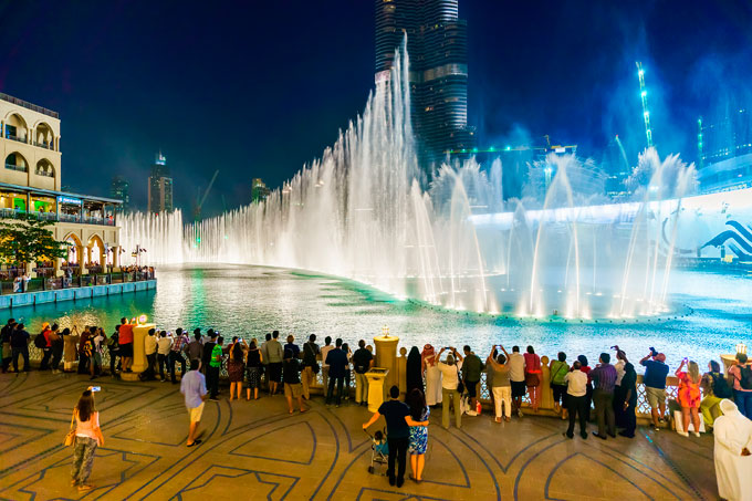 taj dubai - dancing fountain