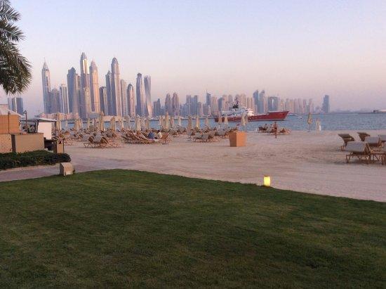 Private white sand beach of luxurious Fairmont The Palm Dubai, luxury Dubai hotel, private beach of fairmont the palm, beachfront resort Dubai,