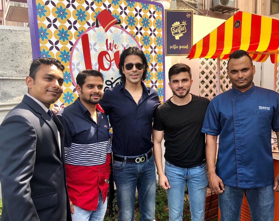Sajjid Mitha with Maffys staff, Maffys mumbai, Maffys reviews